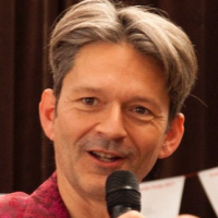 webinar presentator Bert